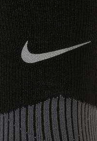 Nike Performance - ELITE COMPRESSION OVER THE CALF RUNNING  - Kniestrümpfe - black/dark grey - 1
