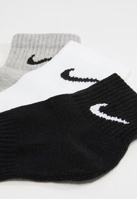 Nike Performance - EVERYDAY CUSH 3 PACK - Sports socks - white black/dark grey heather black/black white - 2