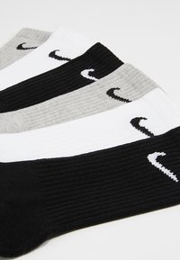 Nike Performance - EVERYDAY CUSH CREW 3 PACK - Urheilusukat - white black/dark grey heather black/black white - 2