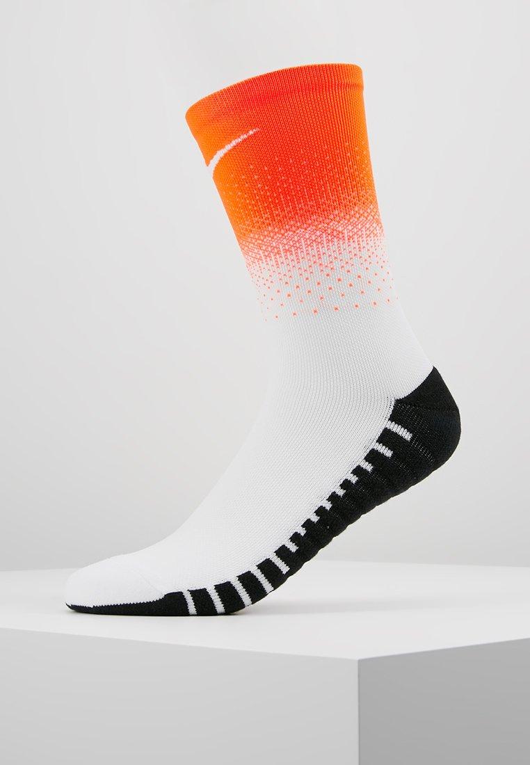 Nike Performance - SQUAD CREW FADE - Sports socks - hyper crimson/black/white