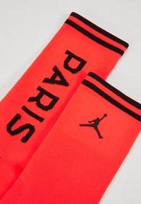 Nike Performance - PARIS ST GERMAIN JORDAN SQUAD CREW - Sportovní ponožky - infrared/black - 2