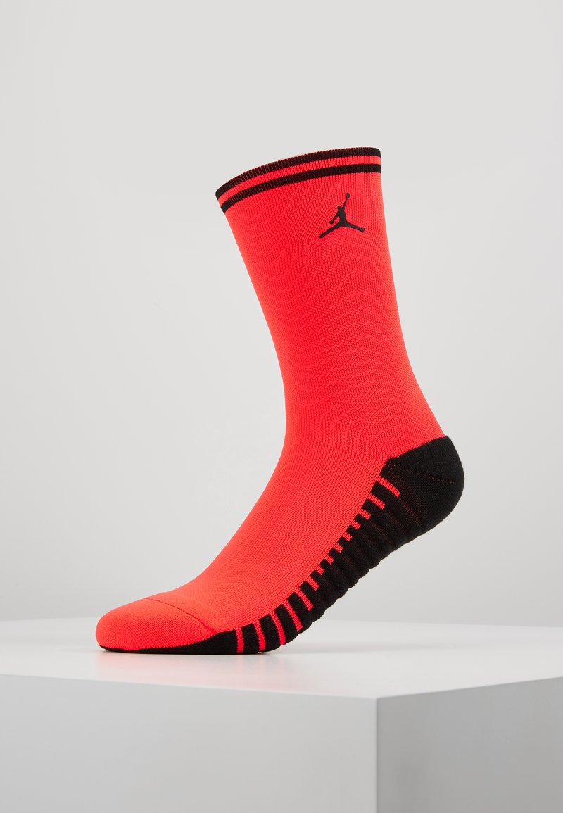 Nike Performance - PARIS ST GERMAIN JORDAN SQUAD CREW - Sportsocken - infrared/black
