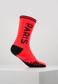 Nike Performance - PARIS ST GERMAIN JORDAN SQUAD CREW - Sportovní ponožky - infrared/black - 3