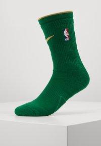 Nike Performance - NBA CITY EDITION BOSTON CELTICS SOCKS - Skarpety sportowe - clover/club gold - 0