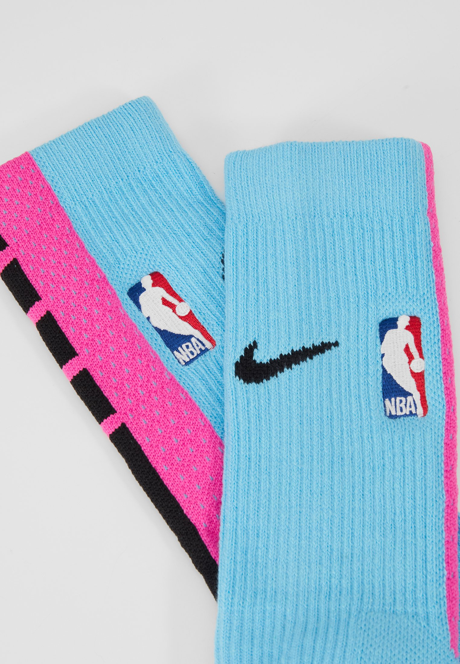 Nike Performance NBA MIAMI HEAT CITY EDITION CREW SOCK - Calcetines de deporte - blue gale/laser fuchsia/black