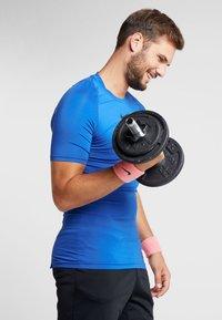 Nike Performance - WRISTBANDS 4 PACK - Sweatband - vivid pink/white - 1