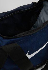 Nike Performance - BRASILIA DUFFEL - Torba sportowa - midnight navy/black/white - 4