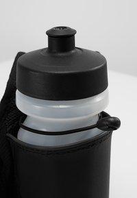 Nike Performance - LARGE BOTTLE BELT 22OZ  - Sportovní lahev - black/black/silver - 7