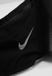 Nike Performance - LARGE BOTTLE BELT 22OZ  - Sportovní lahev - black/black/silver - 10