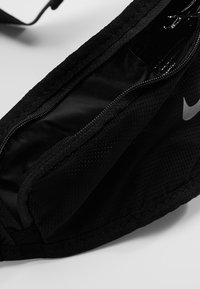Nike Performance - LARGE BOTTLE BELT 22OZ  - Sportovní lahev - black/black/silver - 4