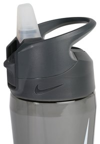 Nike Performance - 473ml HYPERCHARGE STRAW BOTTLE 16OZ - Trinkflasche - anthracite/cool grey/white - 1