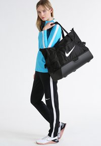 Nike Performance - CLUB TEAM L - Sportväska - black/white - 1