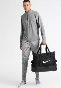 Nike Performance - CLUB TEAM L - Sportväska - black/white - 0