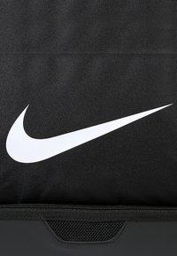 Nike Performance - CLUB TEAM L - Sportväska - black/white - 6