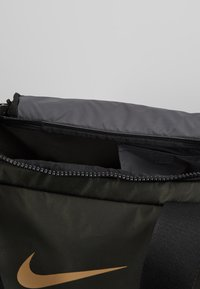 Nike Performance - JET DRUM MINI - Sports bag - sequoia/black/beechtree - 4