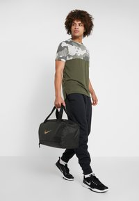 Nike Performance - JET DRUM MINI - Sports bag - sequoia/black/beechtree - 5