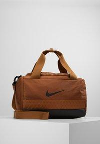 Nike Performance - JET DRUM MINI - Torba sportowa - ale brown/black/black - 0