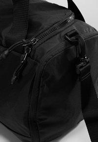 Nike Performance - JET DRUM MINI - Sportovní taška - black/black/black - 5