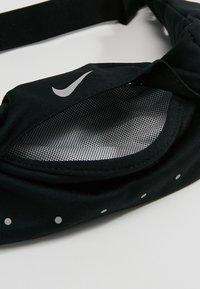 Nike Performance - EXPANDABLE WAISTPACK - Bältesväska - black/black/silver - 4