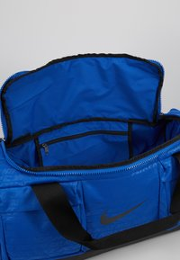 Nike Performance - VAPOR POWER S DUFF  - Sports bag - game royal/black - 4