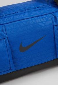 Nike Performance - VAPOR POWER S DUFF  - Treningsbag - game royal/black - 7