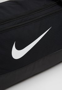 Nike Performance - DUFF 9.0 - Sportväska - black/white - 7