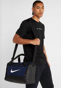 Nike Performance - Sportväska - midnight navy/black/white - 5
