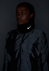 Nike Performance - RUN THERMA SPHERE NECKWARMER 3.0 - Tubhalsduk - black/silver - 2