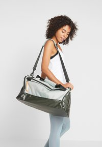 Nike Performance - DUFF - Sportovní taška - jade horizon/sequoia/reflective - 5