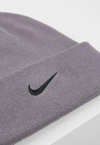 Nike Performance - BEANIE CUFFED UTILITY - Gorro - gunsmoke - 5