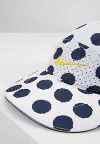 Nike Performance - AEROBILL A.I.R. - Czapka z daszkiem - white/amarillo - 7