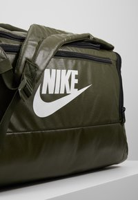 Nike Performance - DUFF - Batoh - khaki/cargo khaki/white - 8