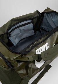 Nike Performance - DUFF - Batoh - khaki/cargo khaki/white - 5