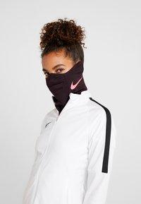 Nike Performance - STRIKE SNOOD - Hals- og hodeplagg - burgundy ash/racer pink - 3