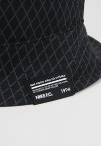 Nike Performance - FC BUCKET - Hoed - black/white - 6