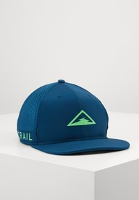 valerian blue/poison green