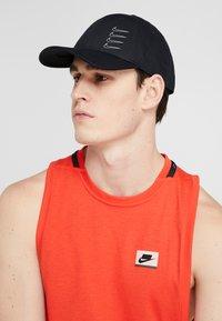 Nike Performance - DRY AEROBILL - Czapka z daszkiem - black/white - 1