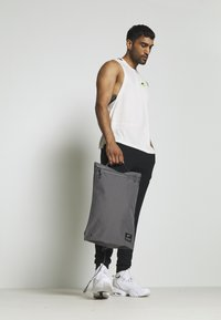 Nike Performance - UTILITY - Sac à dos - dark grey/dark grey/enigma stone - 1