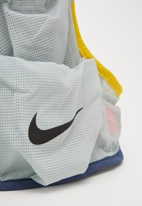 Nike Performance - MENS RUNNING TRAIL VEST - Zaino con cannuccia - aura/diffused blue/speed yellow/black - 2