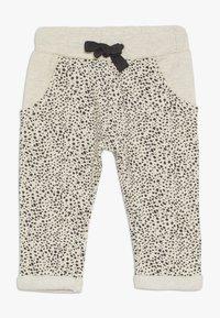 Noppies - PANTS REGULAR CHICO BABY - Trousers - whisper white melange - 0