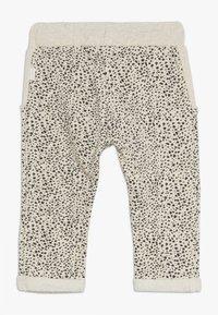 Noppies - PANTS REGULAR CHICO BABY - Trousers - whisper white melange - 1