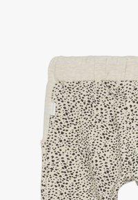 Noppies - PANTS REGULAR CHICO BABY - Trousers - whisper white melange - 3