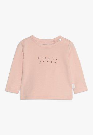 TEE SLIM CHESAPEAKE BABY - Maglietta a manica lunga - peach skin