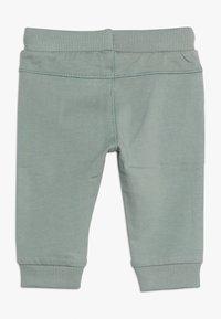 Noppies - PANTS SLIM AMES BABY - Trousers - green milieu - 1