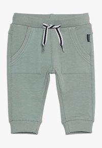 Noppies - PANTS SLIM AMES BABY - Trousers - green milieu - 0
