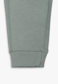 Noppies - PANTS SLIM AMES BABY - Trousers - green milieu - 2