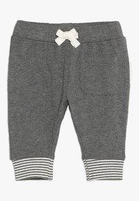 Noppies - PANTS RELAXED QOLORA BABY - Kalhoty - grey melange - 0