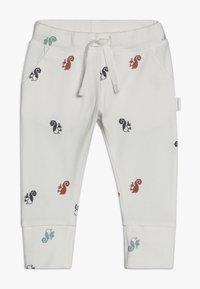 Noppies - SLIM FIT PANTS - Pantaloni - whisper white - 0