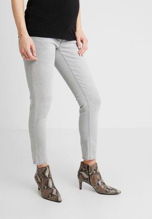 MILA - Jeansy Slim Fit - light aged grey
