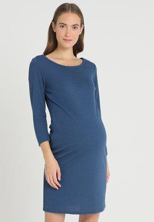 DRESS 3/4 ZINNIA - Strikket kjole - dark blue denim